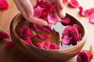 Mách nhỏ các bước cách làm mặt nạ hoa hồng giữ ẩm cho da